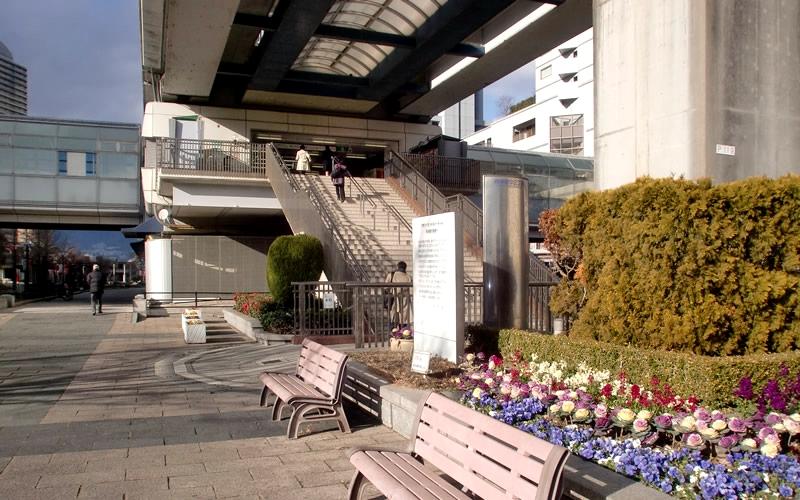 神户新交通六甲人工岛线岛中央站