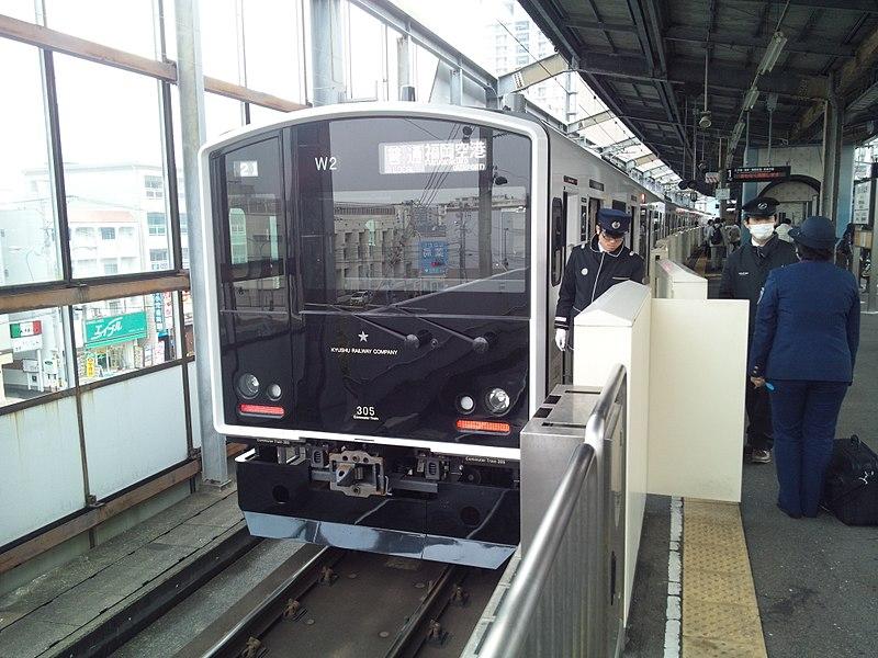 JR九州305系列车
