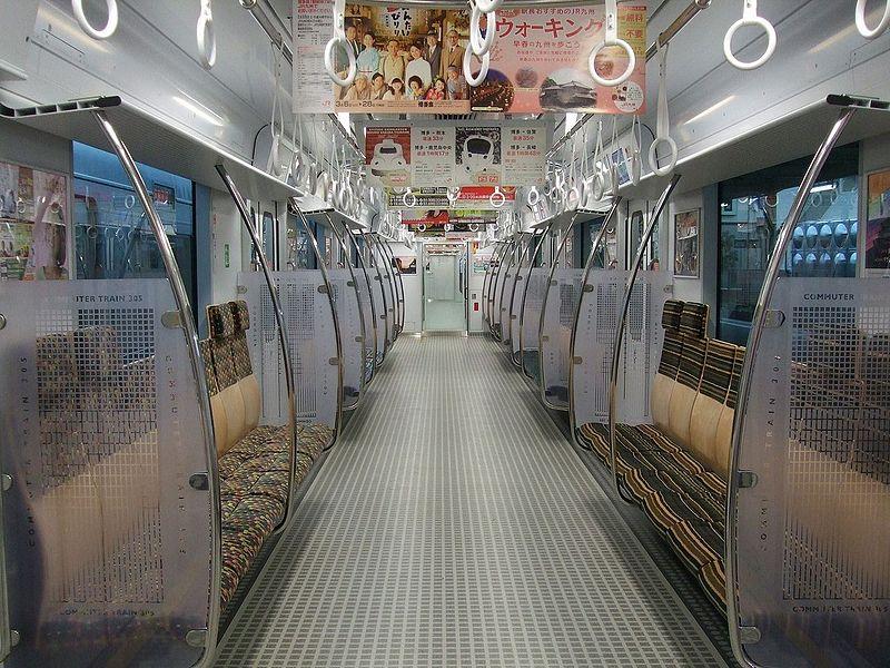 JR九州305系列车内部