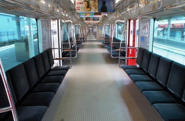 JR九州303系列车内部