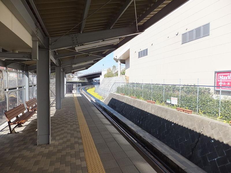 佐仓APM中学站站台