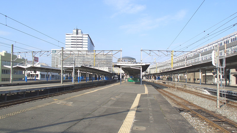 小仓车站JR既有线站台