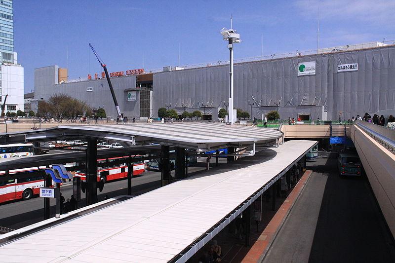受311地震影响进行修复作业中的仙台车站