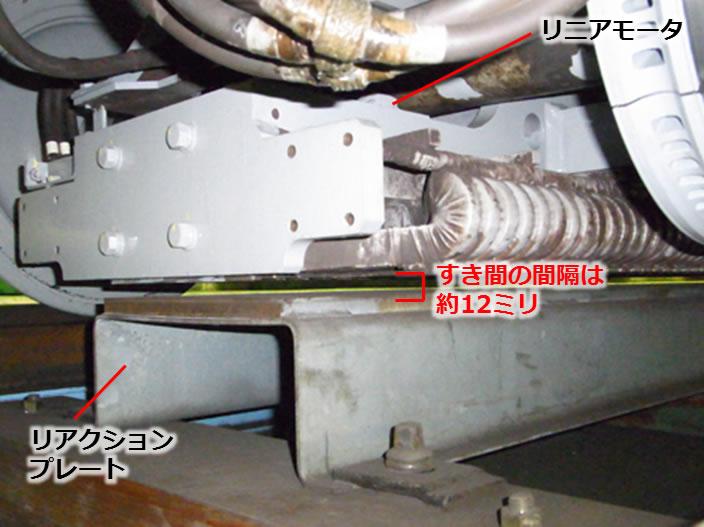 直线电动机列车车底