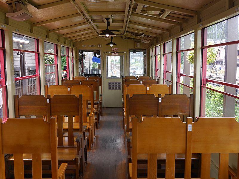 嵯峨野观光小火车往龟冈方向车厢内部