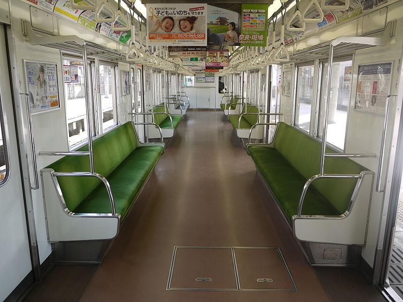 京都地铁10系列车车厢内景