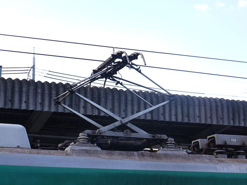 京都地铁10系列车受电弓