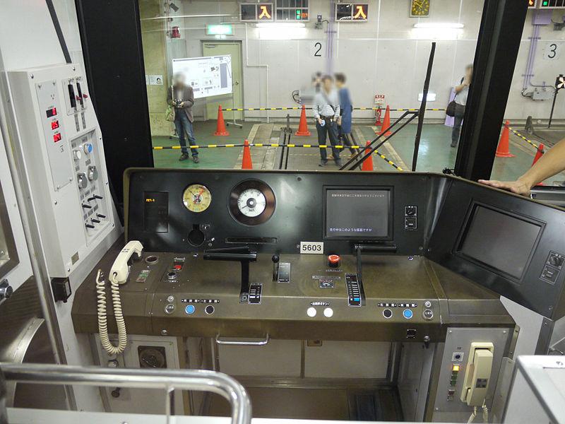 京都地铁50系列车驾驶室