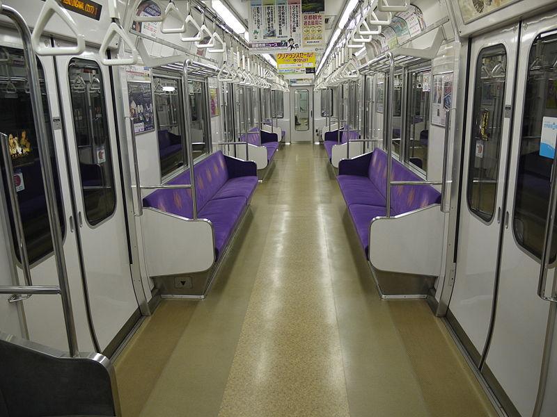京都地铁50系列车车厢内景