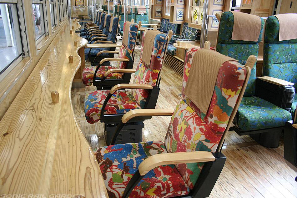 指宿之玉手箱号列车面向窗户的单人座椅
