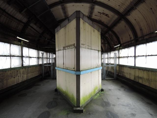 土合站下行站台联络桥