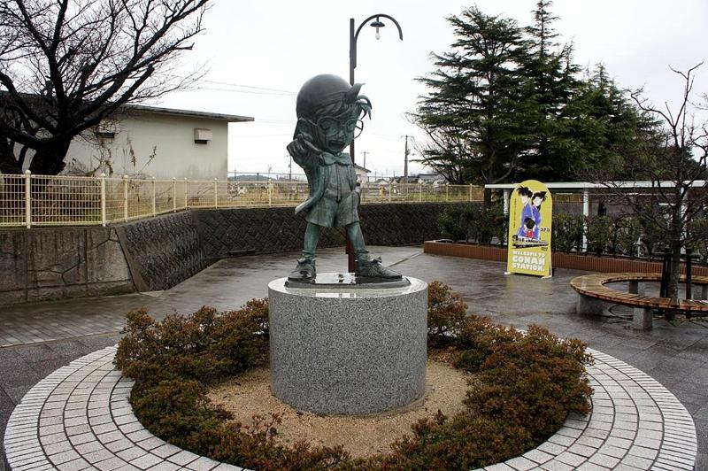 由良站前的柯南青铜像