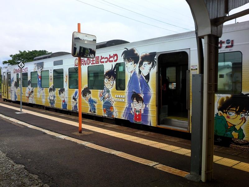 一列停在由良站的柯南列车