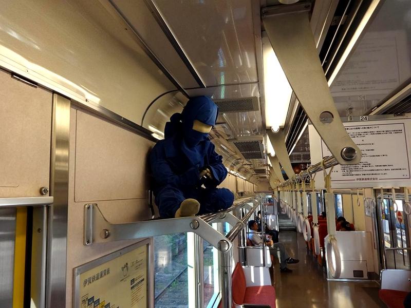 绿色忍者列车里的忍者布偶