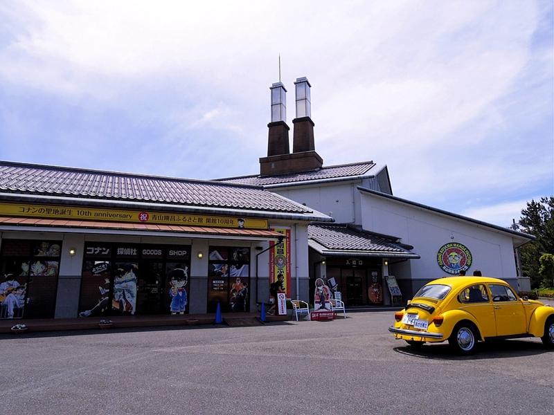 换个角度看青山刚昌故乡馆。黄色的就是阿笠博士那辆老掉牙的破车