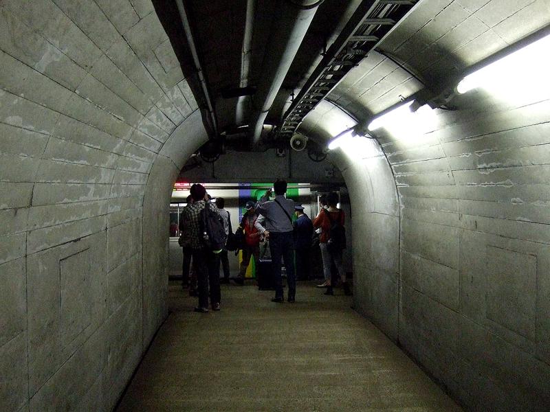 青函隧道内作业坑道与主隧道之间的联络通道