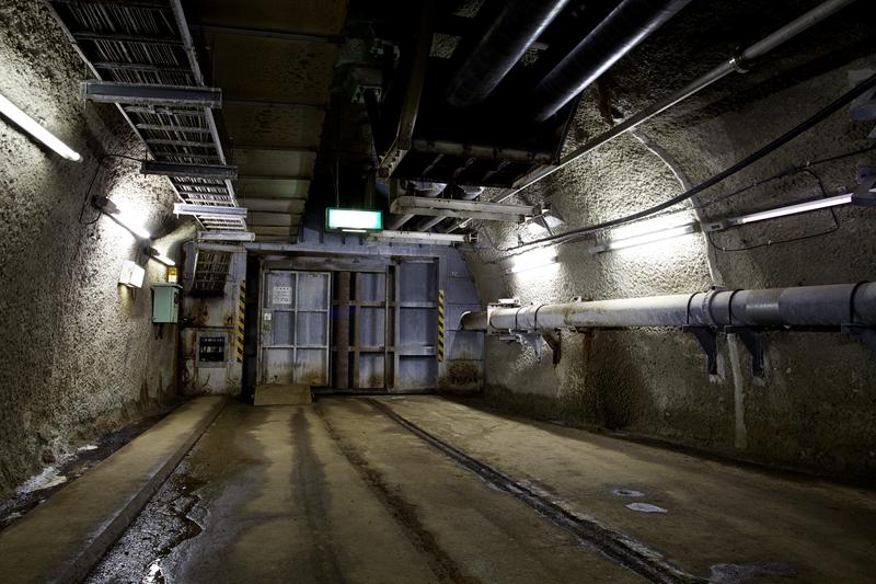 青函隧道前往海底应急缆车站的防水门