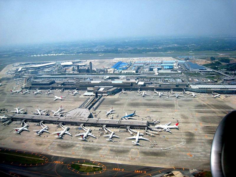 从第2跑道起飞的飞机上俯瞰成田机场