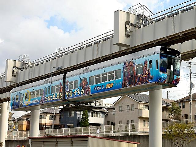 涂装为北斗神拳的1000型列车