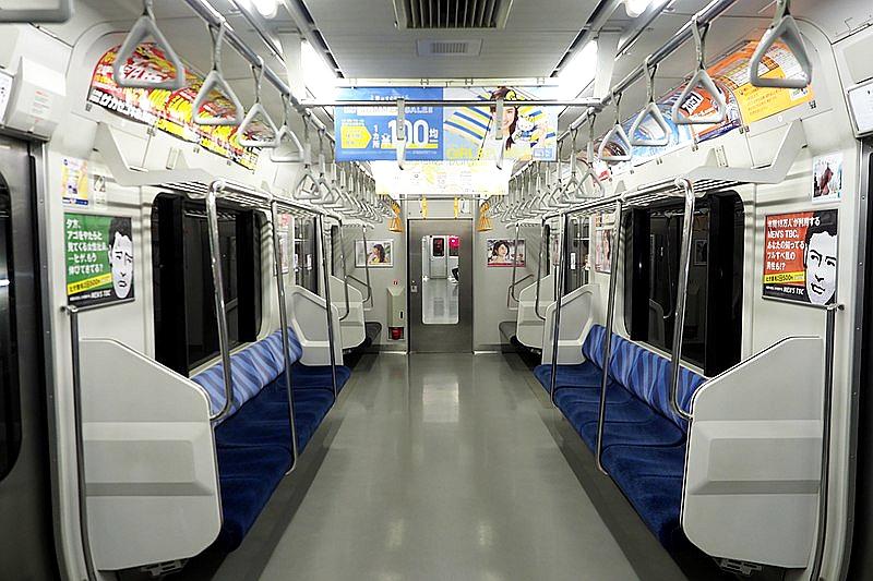 成田快速普通车厢内部