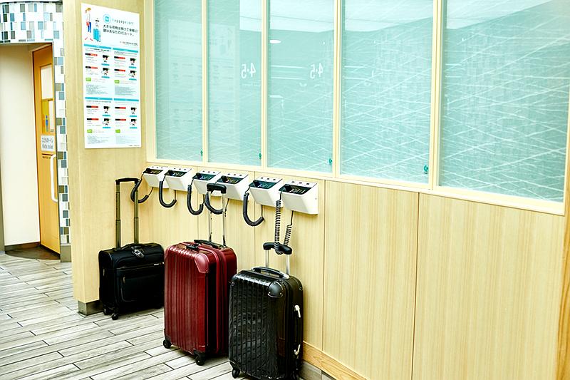 安装在小田急电铁新宿站的大件行李物品临时寄存器