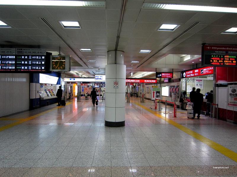 成田机场T2航站楼站负一层检票口