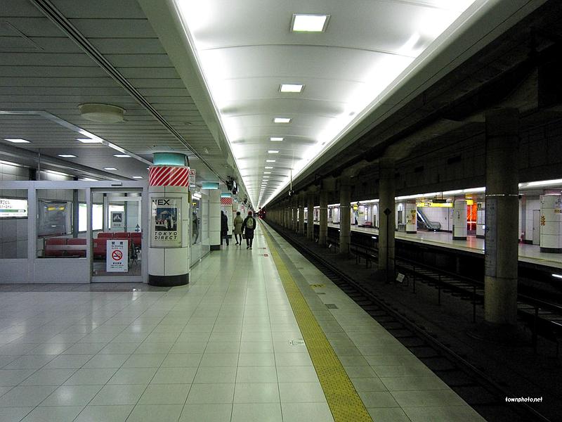成田机场T2航站楼站JR东日本站台