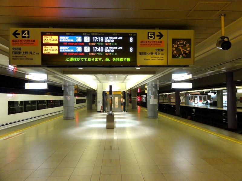 成田机场站京成电铁4,5号站台