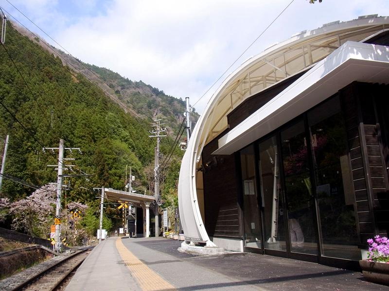 从候车室看白丸站站台