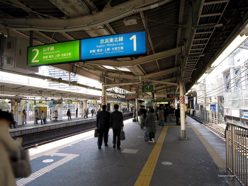 浜松町站1,2号站台岛上的信息牌