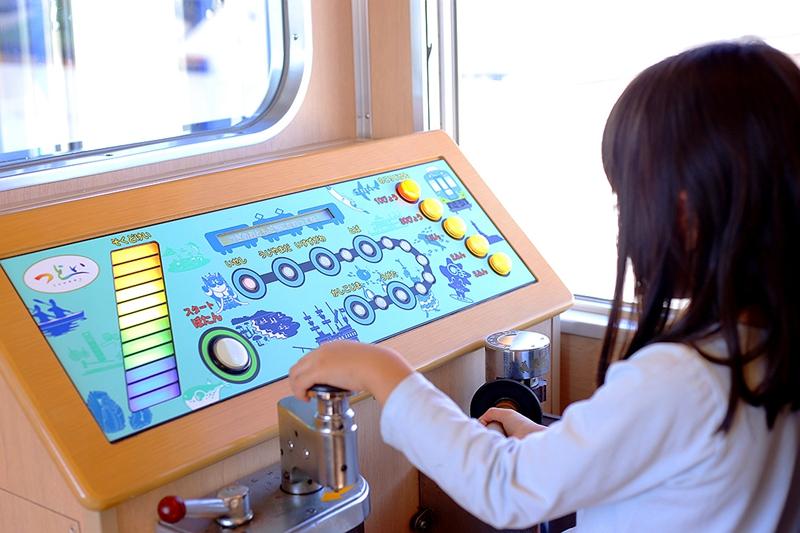 足汤列车3号车厢里的儿童模拟驾驶体验区