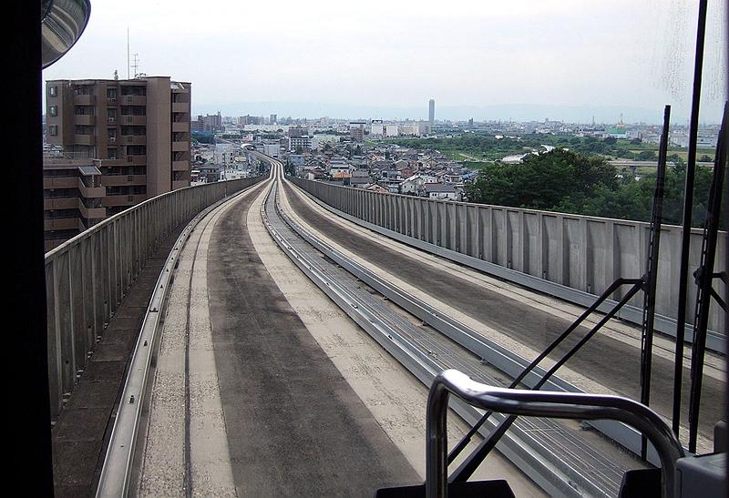 导轨巴士高架段轨道