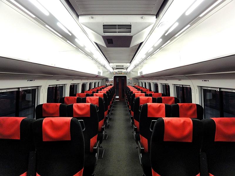 长野电铁2100系列车普通坐席