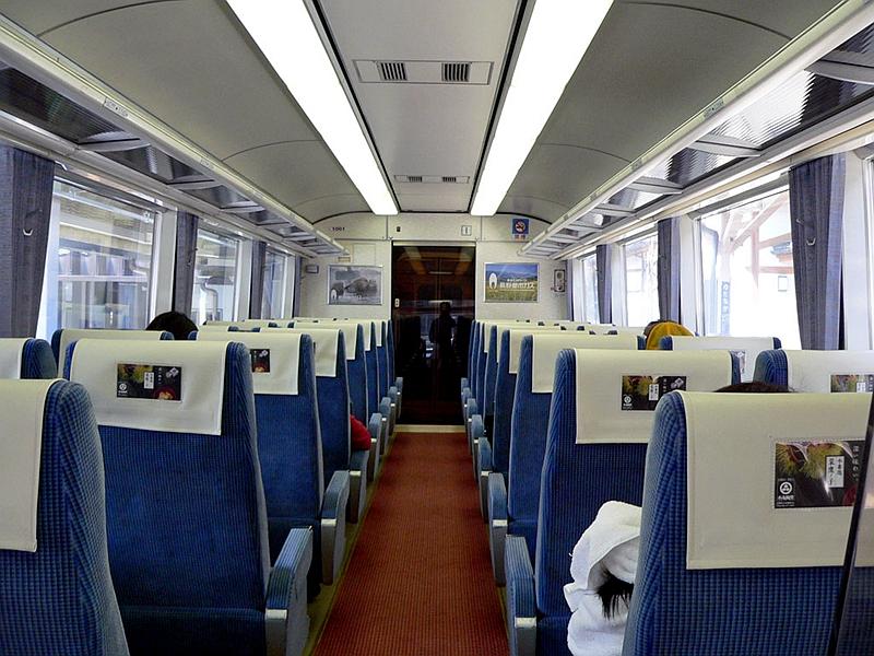 长野电铁1000系列车普通坐席