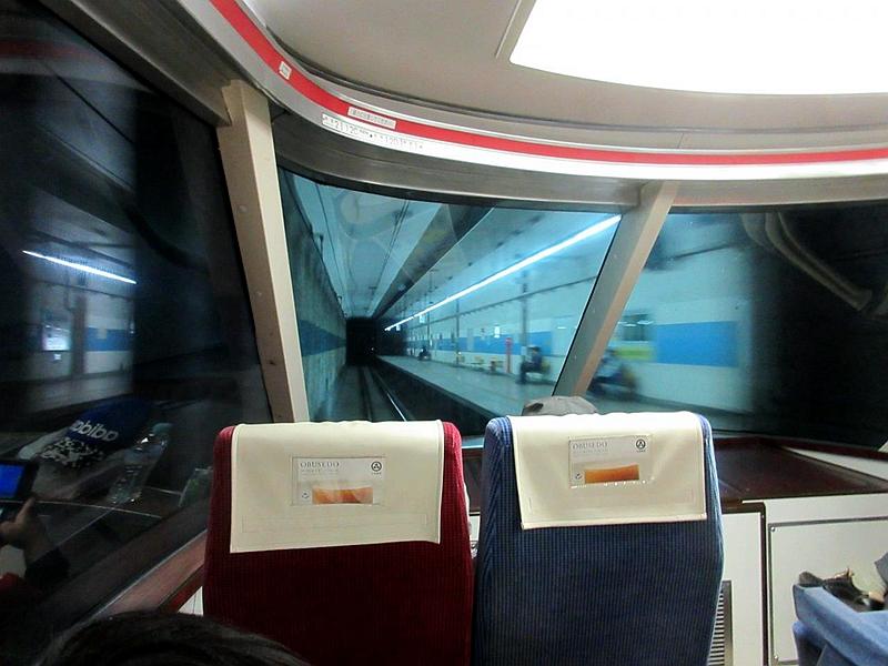 长野电铁蓝色涂装的善光寺下地下站