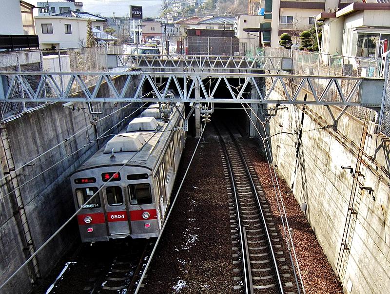 长野电铁地下段与地上段的过渡段区间