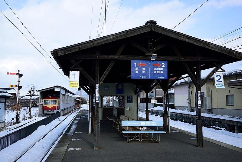 长野电铁1面2线结构的小布施站