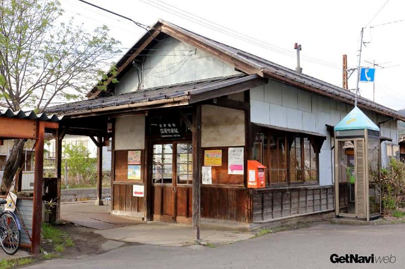 长野电铁始建于1927年的信浓竹原站站房