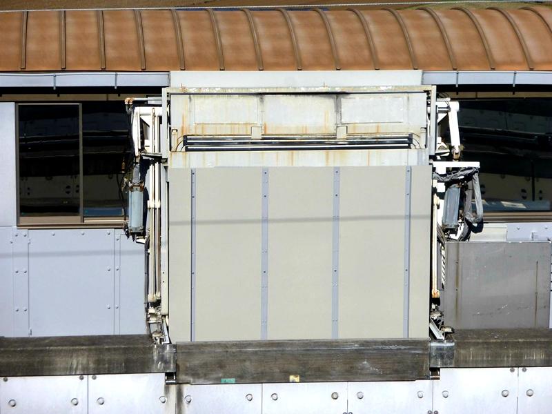 站台侧密封门
