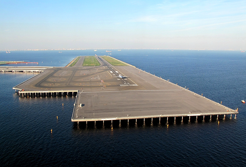 近看位于海上人工岛的羽田机场第4跑道