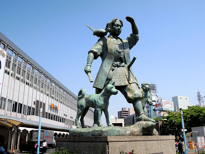 冈山站东出入口的桃太郎铜像