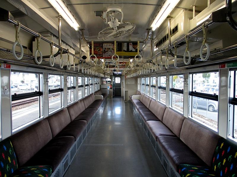 桃太郎线使用的列车内部