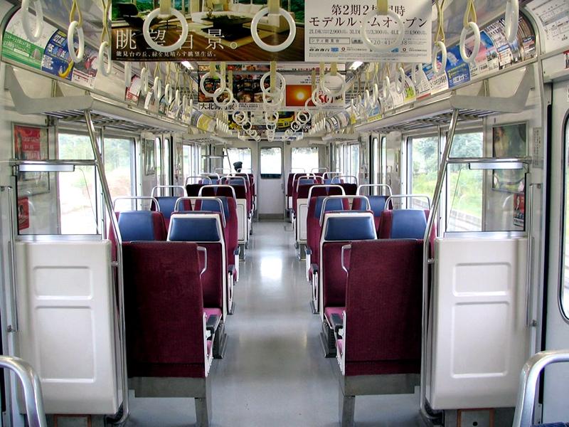 京急600型列车内部的横排座椅