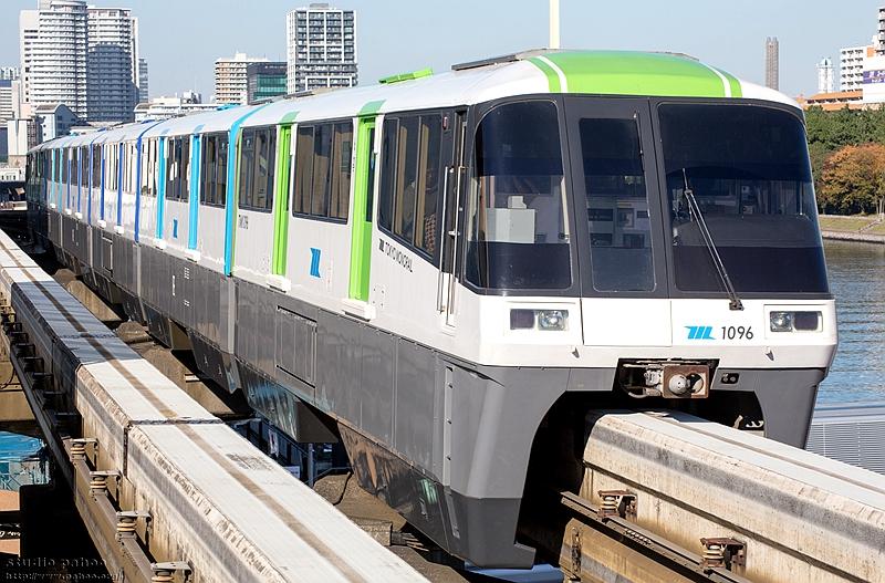 东京单轨第三代涂装风格的1000型列车