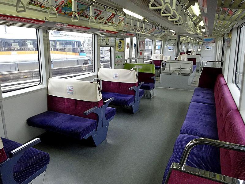 东京单轨2000型列车内部