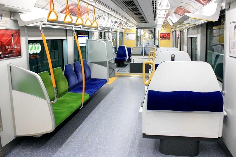 东京单轨10000型列车内部