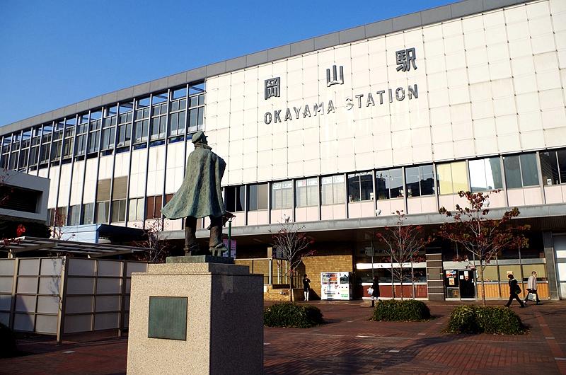 冈山站西侧广场