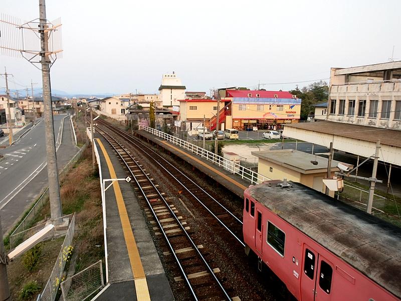 从跨线桥上看东总社站