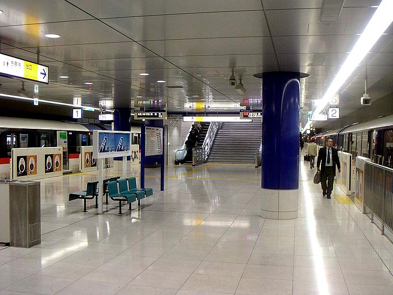 东京单轨T2站站台层