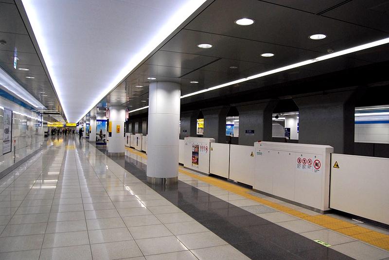 位于负2层的京急国际1号站台